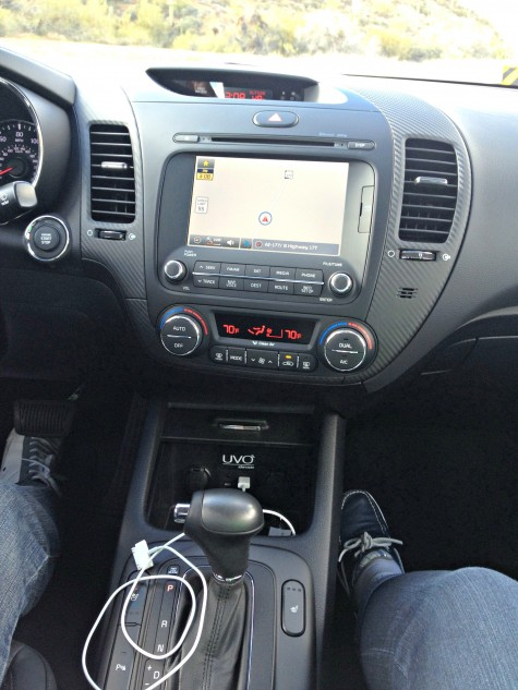 Kia Forte UVO console