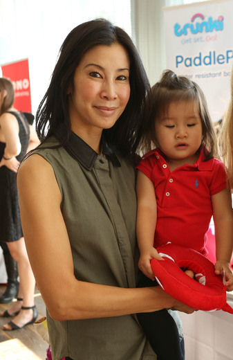Lisa Ling and her daughter Jett trunki
